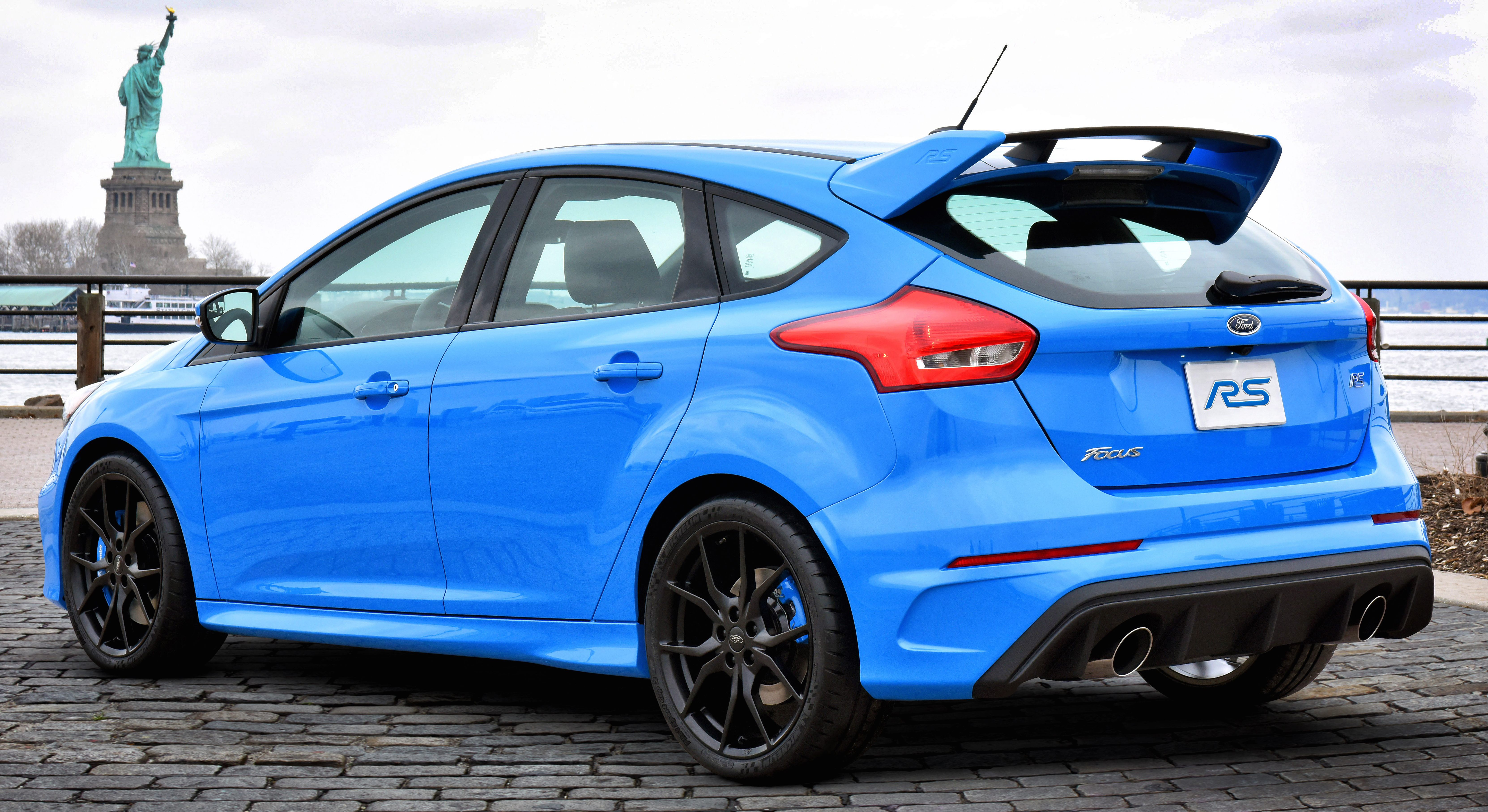 Ford Focus Rs Hp >> 2016 Ford Focus Rs Pricing And Specifications Caradvice