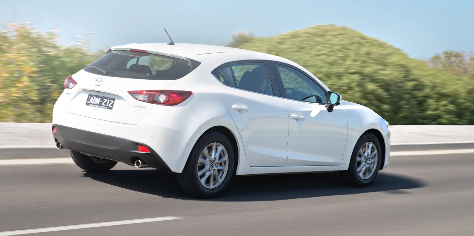 2015 Mazda 3 pricing and specifications : Features up