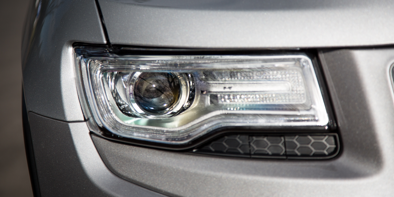 2016 Jeep Grand Cherokee Limited v Volkswagen Touareg 150TDI