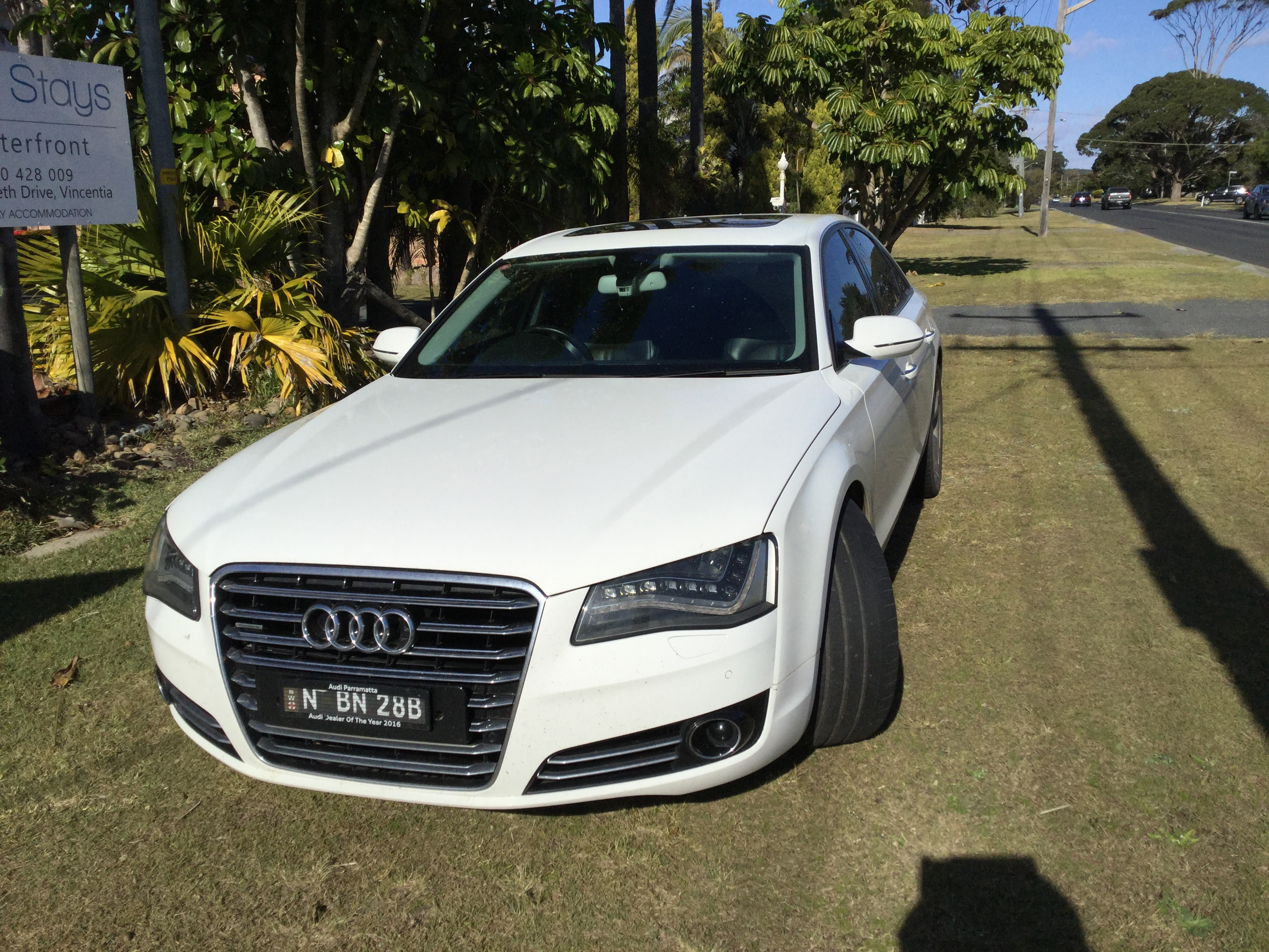 Kekurangan Audi A8 4.2 V8 Harga