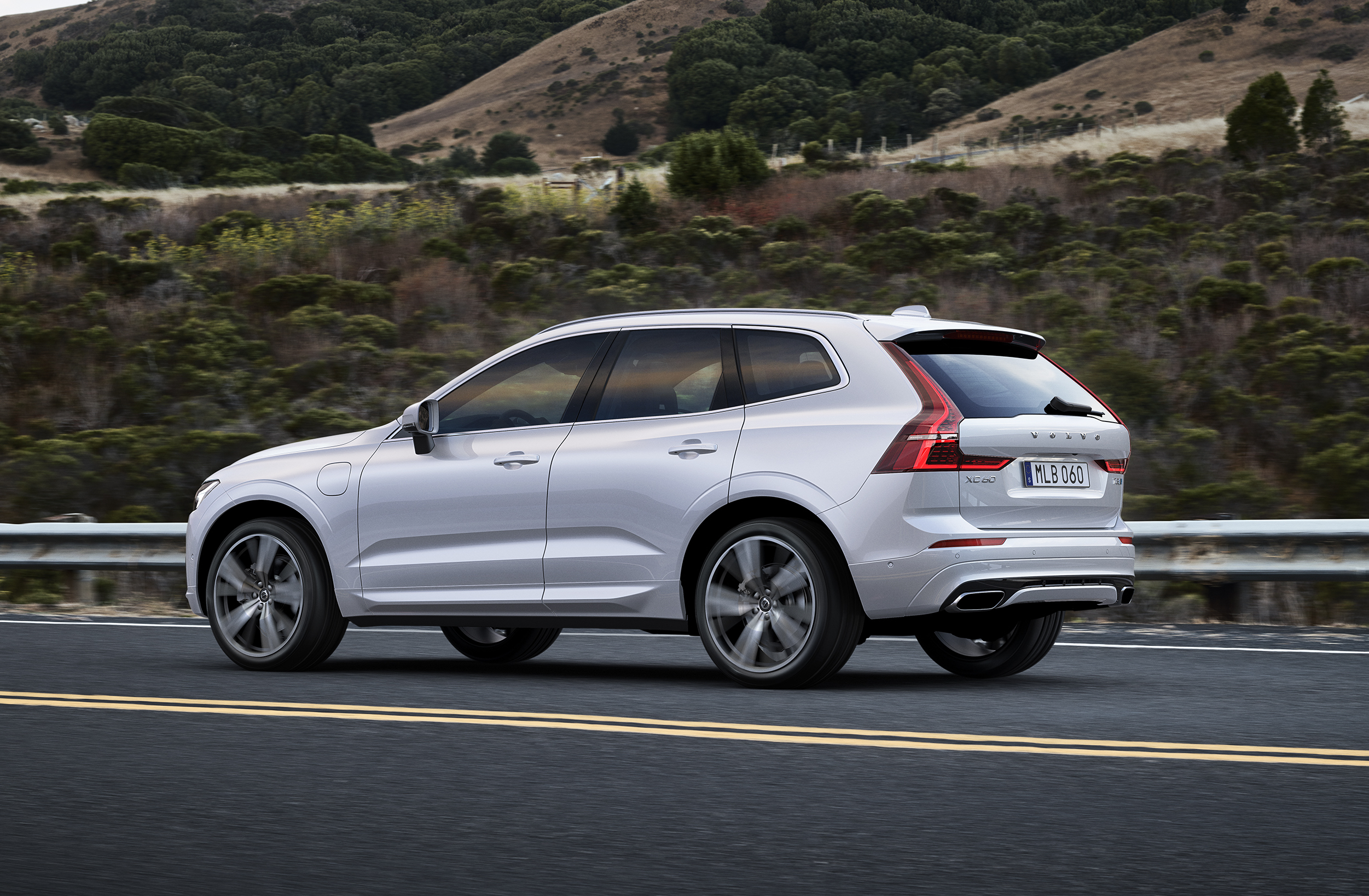 2018 Volvo XC60 pricing and specs: New X3 rival slides in