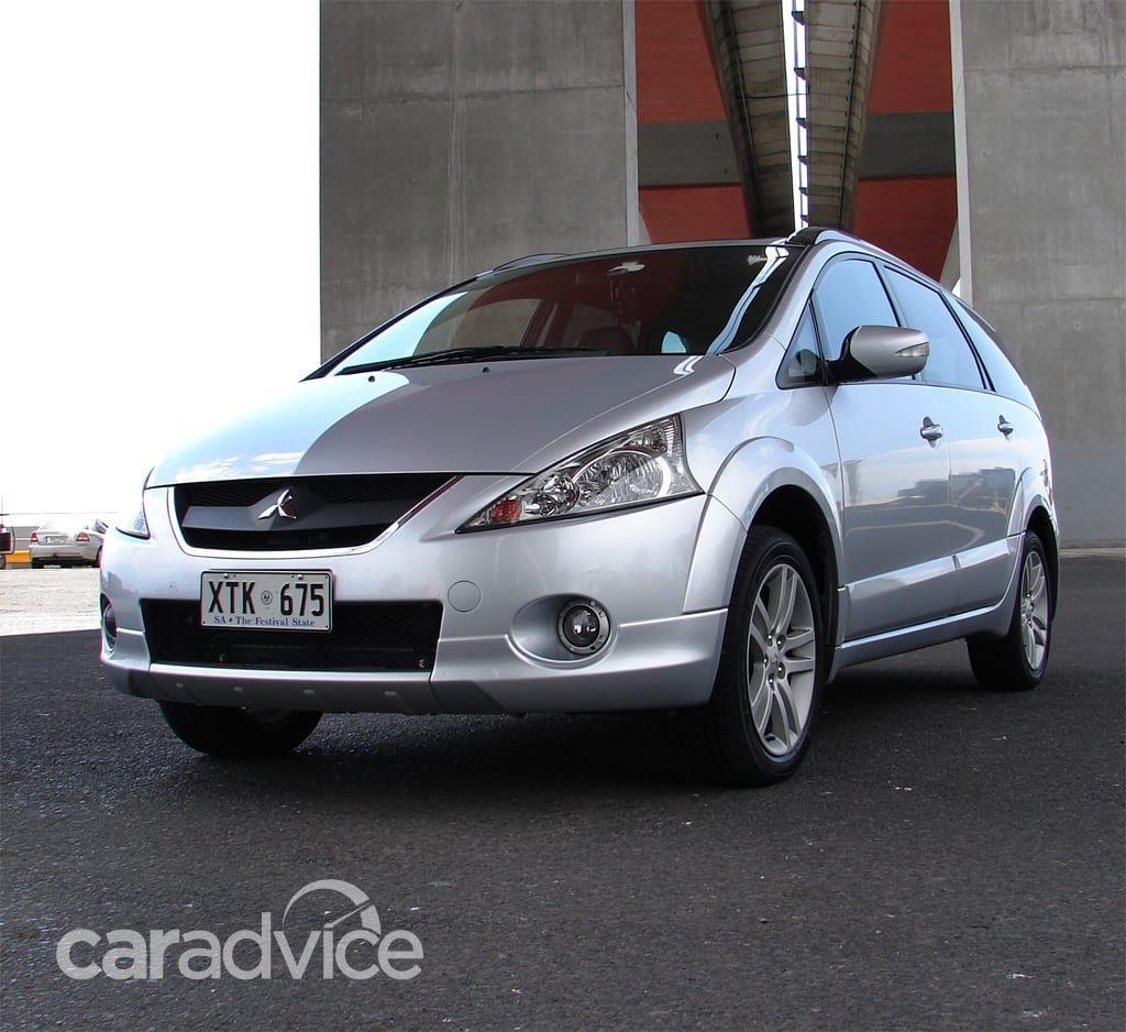 Mitsubishi Grandis Review & Road Test